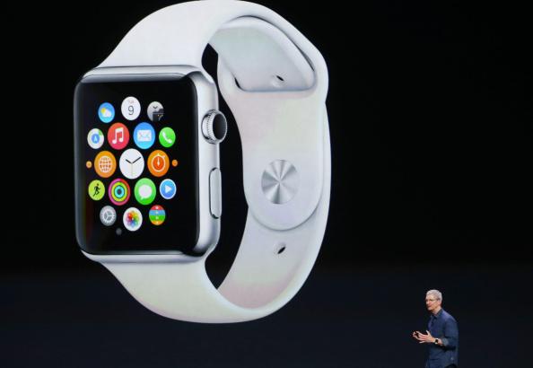 CEO de Apple Tim Cook anuncia el Apple Watch durante un evento especial de Apple en Flint Center, en Cupertino, California. (Foto por Justin Sullivan/Getty Images)
