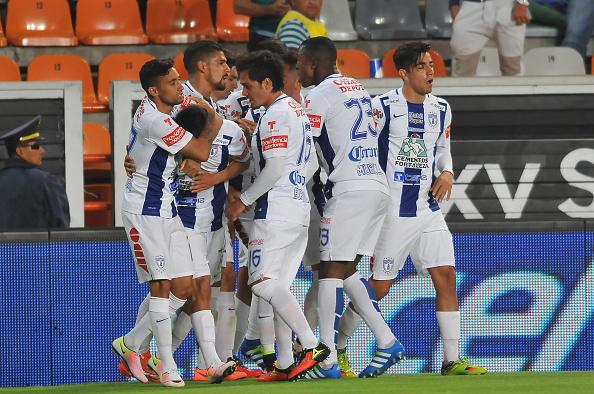 Futbolistas del Pachuca celebran su gol (crédito de foto debe leer MARIA llamadas/AFP/Getty Images)