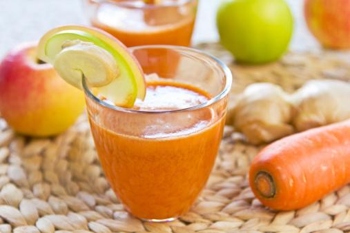 Jugo de naranja y manzana (Foto: Getty Images)