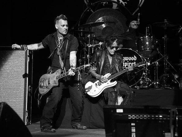 El músico Joe Perry junto a Johnny Deep en su banda Hollywood Vampires . Foto: Kevin Mazur / Getty Images