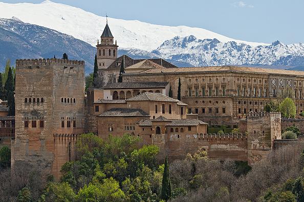 UNESCO Herencia Mundial Alhambra en Granada y Sierra Nevada patrimonio de la humanidad, España.(raunger/ullstein bild via Getty Images)