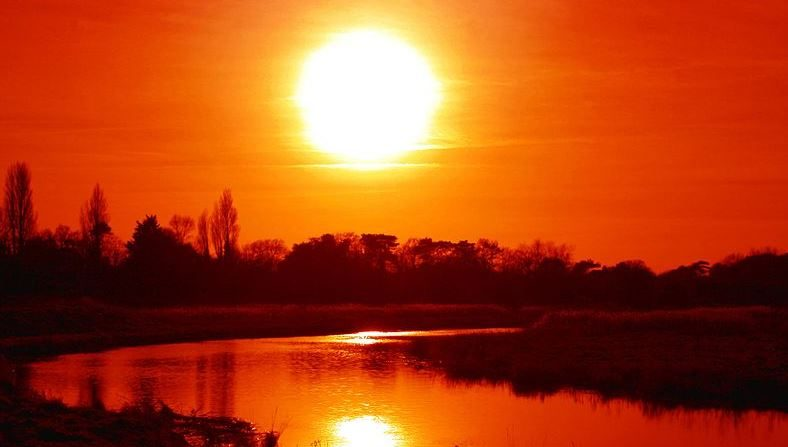 Sol rojo, enero de 2008, Inglaterra. (Wikimedia Commons)