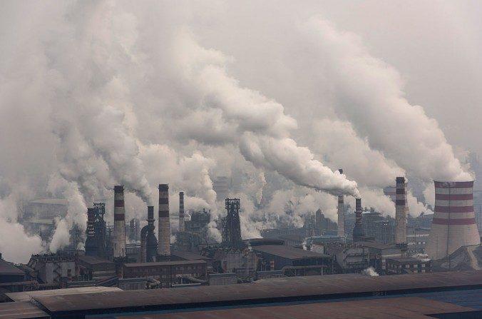 Una vista general de la planta siderúrgica de Shougang Qian'an de la Corporación en Tangshan el 20 de enero de 2016. ( Xiaolu Chu / imágenes Getty )