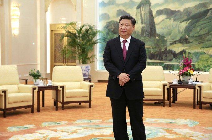 El líder del Partido Comunista Chino Xi Jinping en el Gran Salón del Pueblo de Beijing el 25 de julio de 2016. (How Hwee Young/AFP/Getty Images)