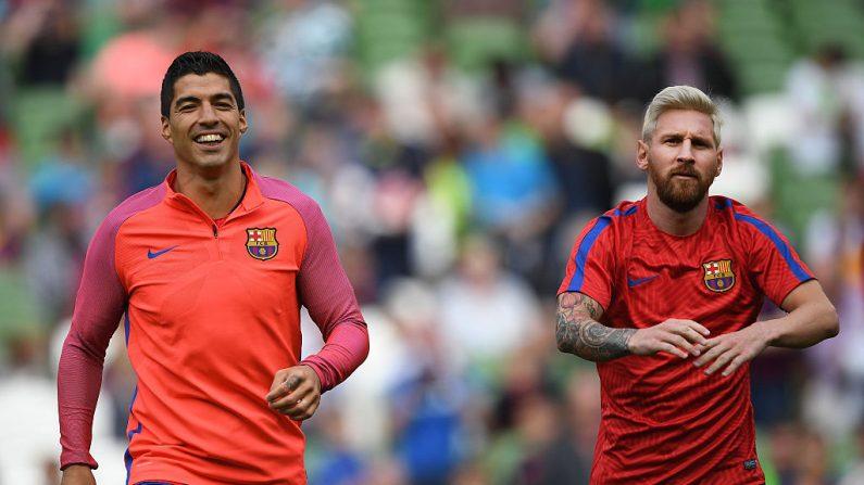 Lionel Messi (R) y Luis Suárez (L). (Foto por Charles McQuillan/Getty Images)