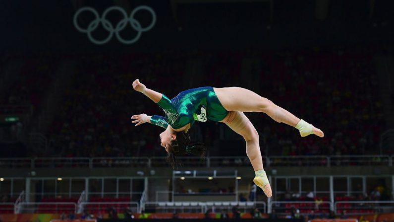 Alexa Moreno mexicana compite en la clasificación para el evento de mujeres de la viga de la gimnasia en Rio 2016 (Foto: EMMANUEL DUNAND/AFP/Getty Images)