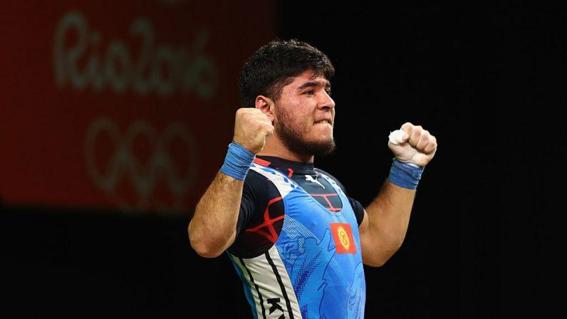 Izzat Artykov de Kirguistán fue descalificado y excluido de los Juegos por dar positivo a la estricnina de Río 2016. (Fotografía de Dean Mouhtaropoulos/Getty Images)
