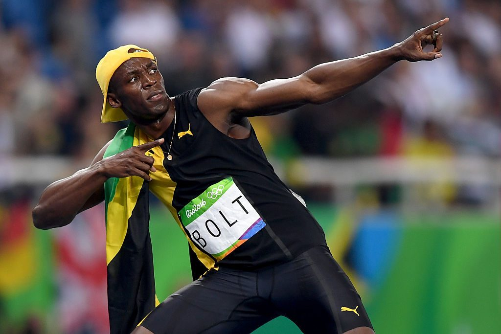 Usain Bolt de Jamaica celebra ganando los hombres 100m en Río de Janeiro, Brasil. (Foto por Shaun Botterill/Getty Images)