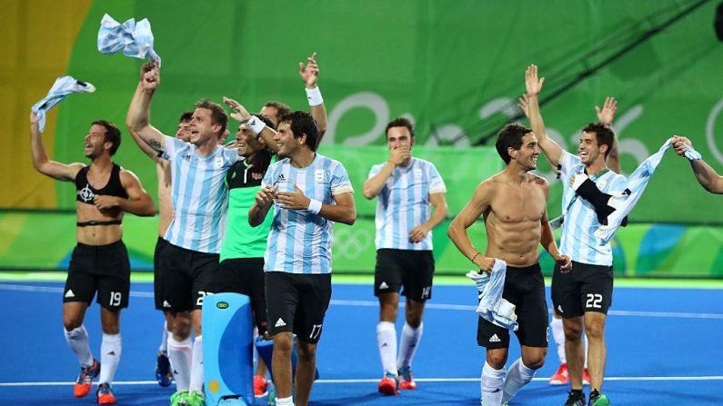 Argentina celebra ganar oro en Hockey masculino en Río 2016. (Foto por Clive Brunskill/Getty Images)