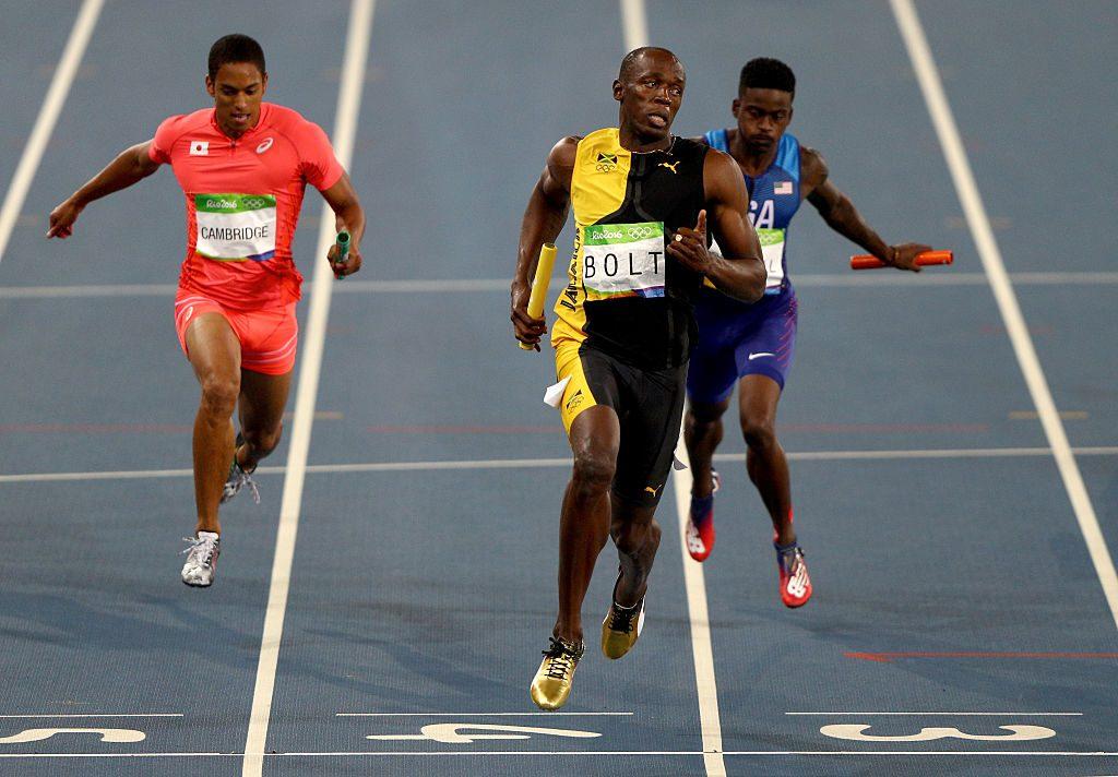 Usain Bolt de Jamaica cruza la meta en 4 los hombres x 100 m relevo Final. (Foto por Ian Walton/Getty Images)