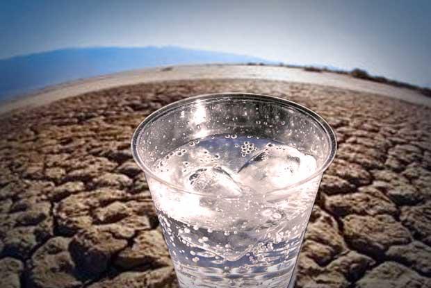 La falta de agua o su libre acceso causa graves consecuencias en el ser humano, plantas y animales. (getty images/Creative)