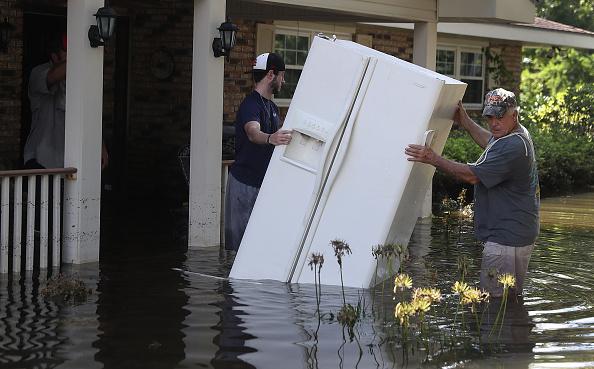 Las inundaciones ya dejaron al menos 13 muertos, unas 30.000 personas tuvieron que ser rescatadas y unas 40.000 viviendas se encuentran anegadas. Foto: Joe Raedle/Getty Images
