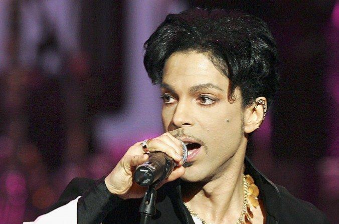 Los medicamentos que tenía Prince antes de morir fueron recetados a nombre de un amigo (Kevin Winter / Getty Images)