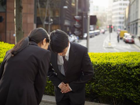 Saludo de reverencia oriental: la cultura del respeto. Foto: Adrian Weinbrecht/Getty Images
