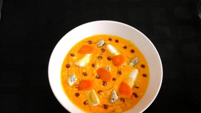 Crema de zanahoria con huevo duro y dos quesos.