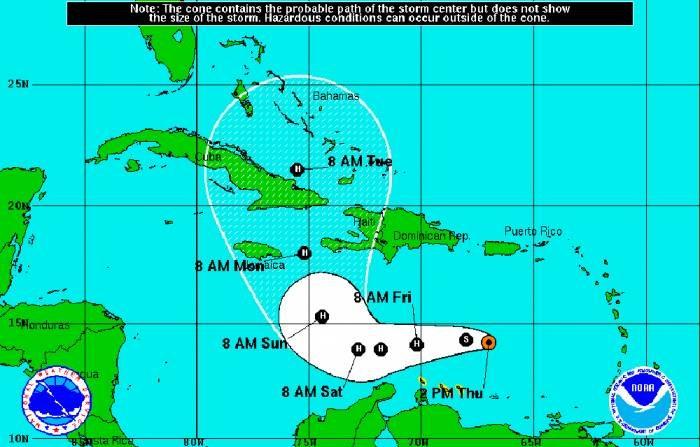 Matthew ahora tiene vientos máximos sostenidos de 110 kph, avanza hacia el oeste a 28 kph y su centro está 300 kilómetros (190 millas) al noreste de Curazao. (NOAA)