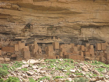 Antiguas viviendas dogonas, en la falla de Bandiagara en África. (Wikipedia)