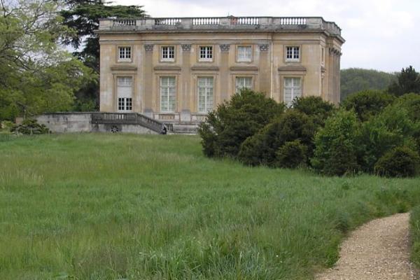 Petit Trianon de Versalles, donde tuvo lugar un viaje a través del tiempo conocido como el incidente Moberly Jourdain