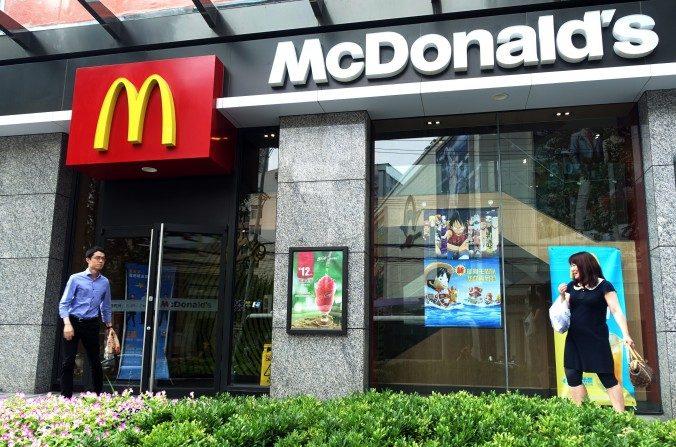 Un restaurante de McDonald's en Shanghai, julio de 2014. (Johannes Eisele/AFP/Getty Images)