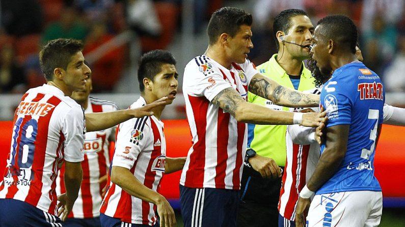 Jugadores de Chivas y Veracruz (foto HECTOR GUERRERO/AFP/Getty Images)