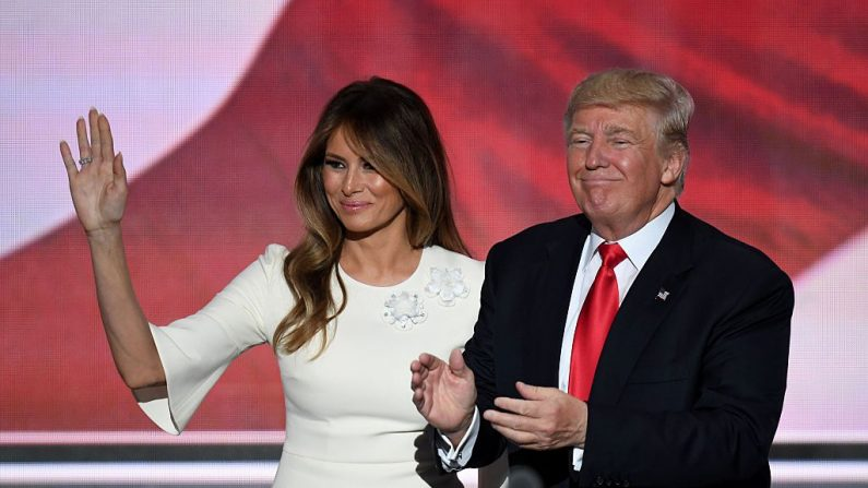 El presidente Trump junto a su esposa, Melania. (Foto: JIM WATSON/AFP/Getty Images)