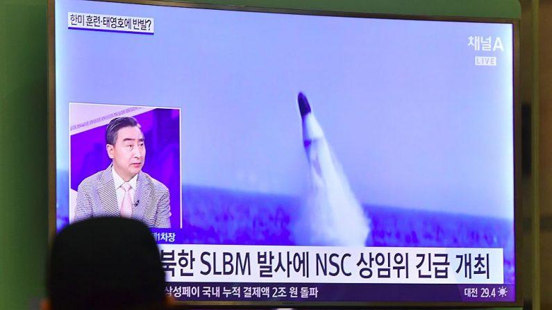 Corea del Norte volvió a lanzar un misil de alcance intermedio según informó Corea del Sur. (Foto: JUNG YEON-JE/AFP/Getty Images)