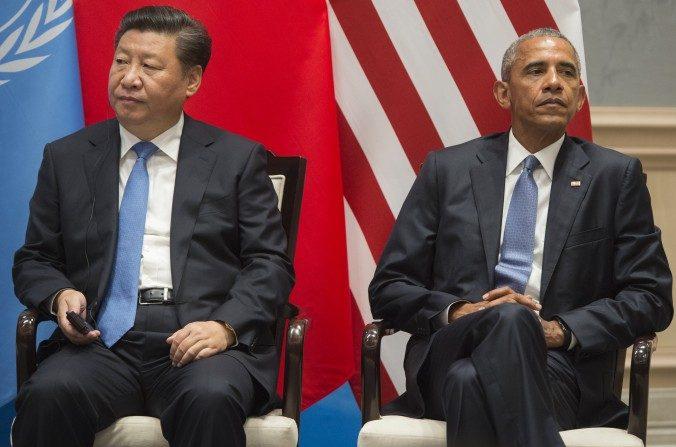 El presidente Barack Obama y el líder chino, Xi Jinping, durante el acuerdo climático en la Cumbre de Líderes del G20 en Hangzhou, China, el 3 de septiembre de 2016. (SAUL LOEB / AFP / Getty Images)