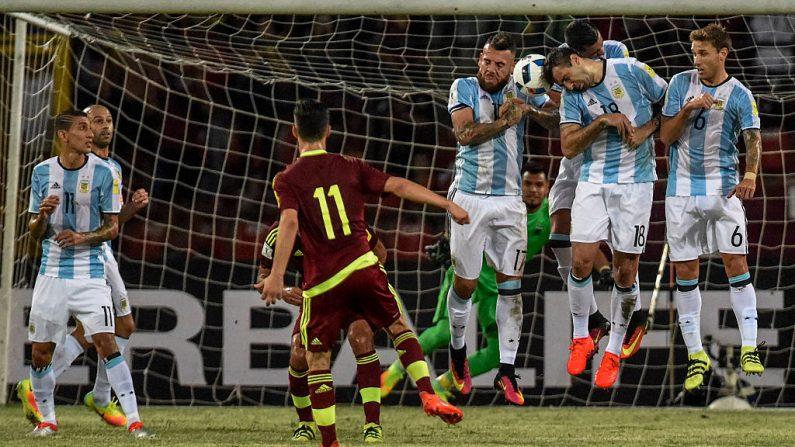Venezuela contra Argentina en el partido clasificatorio de la Copa del mundo Rusia 2018 (Foto: JUAN BARRETO/AFP/Getty Images)