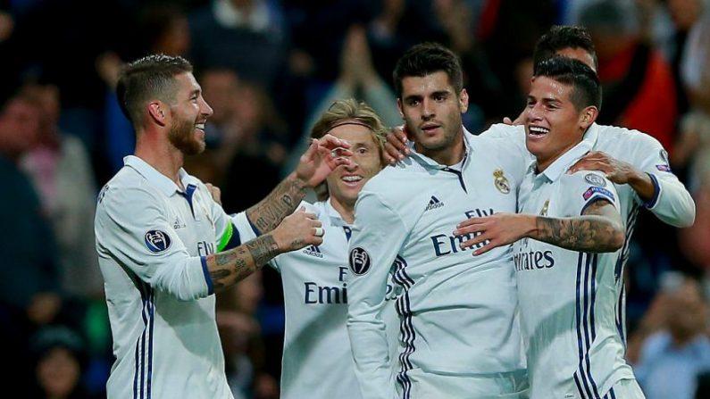 Álvaro Morata (Izq.) del Real Madrid celebrando con sus compañeros de equipo. (Gonzalo Arroyo Moreno / Getty Images)