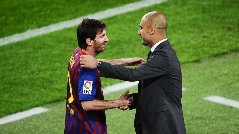 Lionel Messi de FC Barcelona estrechando la mano con Josep Guardiola en el FC Barcelona, el 5 de mayo de 2012. (David Ramos/Getty Images)