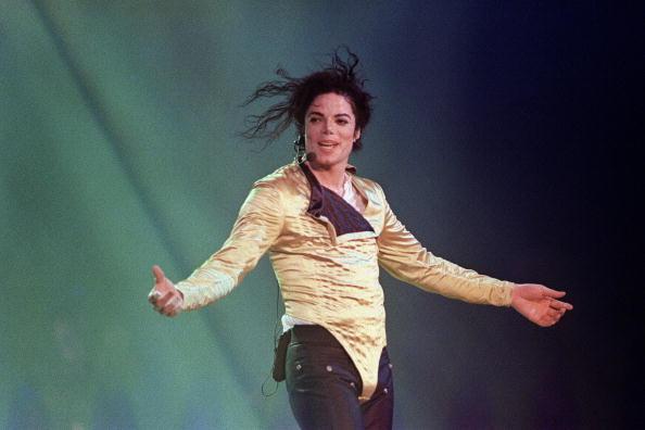 Michael Jackson sigue siendo el artista que más 'factura' pese a estar muerto, según Forbes (foto/AFP/Getty Images)