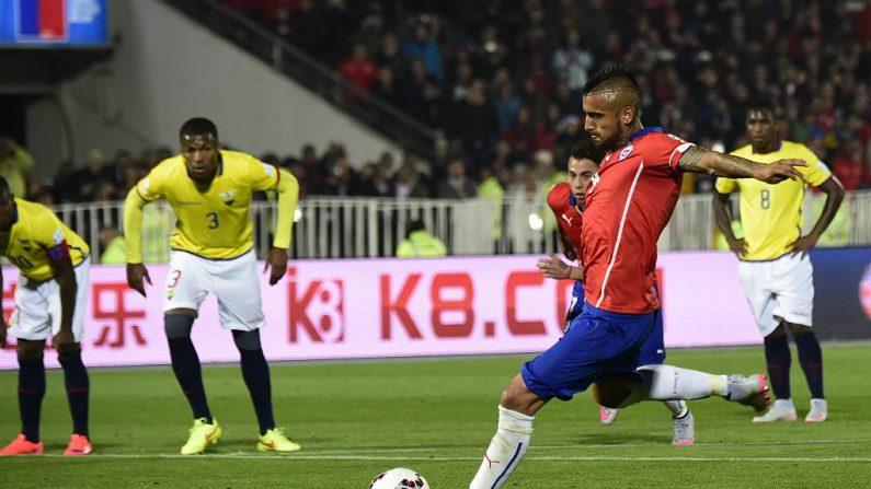 Se enfrentan Chile vs. Ecuador (foto LUIS ACOSTA/AFP/Getty Images)