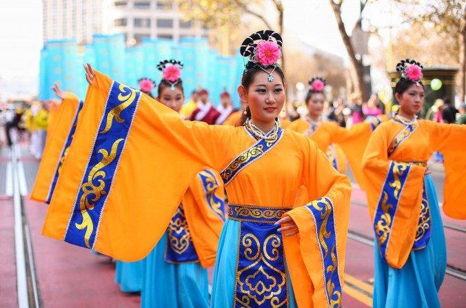 En vivo desde Nueva York: El gran desfile de Falun Dafa celebrando la Verdad, la Benevolencia y la Tolerancia