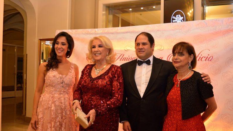 Vanesa de Noble Herrera, Mirta Legrand, Felipe Noble Herrera y Claudia Stad en la noche de gala a beneficio del Hospital María Ferrer. (Mercedes Gambini / La Gran Época)