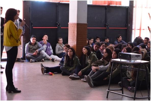 """Proyección del documental """"Trascendiendo el miedo: la historia de Gao Zhisheng"""" en un colegio de Córdoba, Argentina. (La Gran Época)"""