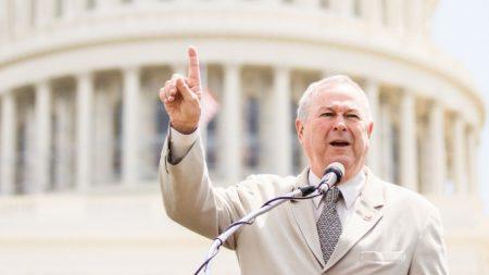 Rohrabacher quiere ponerse de pie por la libertad si es elegido secretario de estado