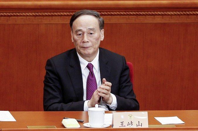 Wang Qishan, jefe de la agencia anticorrupción del régimen chino, asiste a la Conferencia Política Consultiva del Pueblo Chino el 3 de marzo de 2016. (Lintao Zhang/Getty Images)
