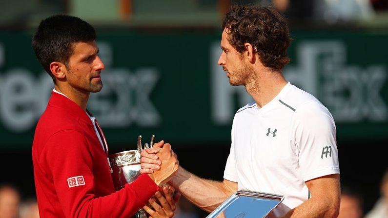 Novak Djokovic (Izq.) y Andy Murray disputarán hoy la final del torneo ATP de Londres. (Julian Finney/Getty Images)