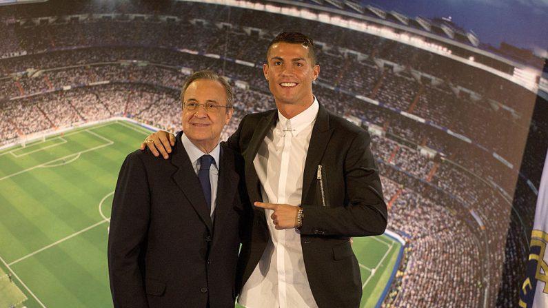 Cristiano Ronaldo del Real Madrid abraza club presidente Florentino Pérez (Foto de Denis Doyle/Getty Images)