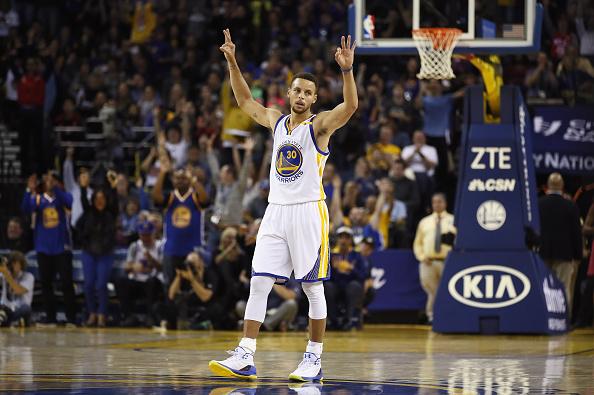 Stephen Curry #30 de Golden State Warriors reacciona en el partido ante New Orleans Pelicans en el ORACLE Arena el 7 de noviembre de 2016 en Oakland, California. (Ezra Shaw/Getty Images)