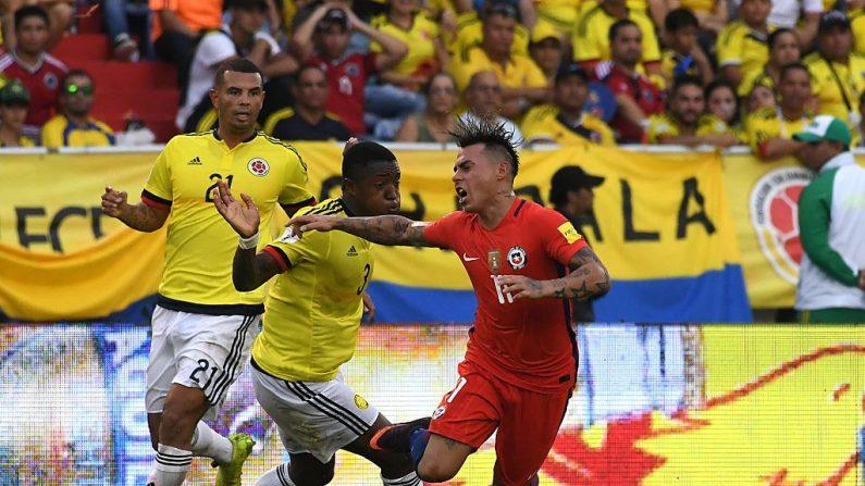 Eduardo Vargas de Chile y Oscar Murillo de Colombia (foto de LUIS ACOSTA/AFP/Getty Images)