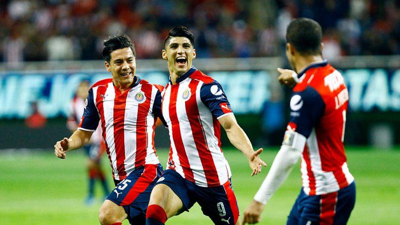 Chivas logró un empate ante América en el estadio Azteca por los cuartos de final de la Liguilla MX. (HECTOR GUERRERO/AFP/Getty Images)