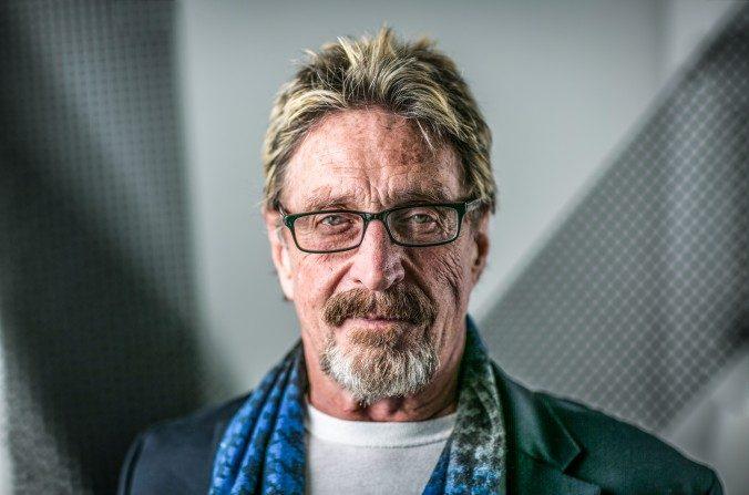 El programador John McAfee en las oficinas centrales de La Gran Época en Nueva York el 16 de noviembre de 2016. (Benjamin Chasteen/Epoch Times)