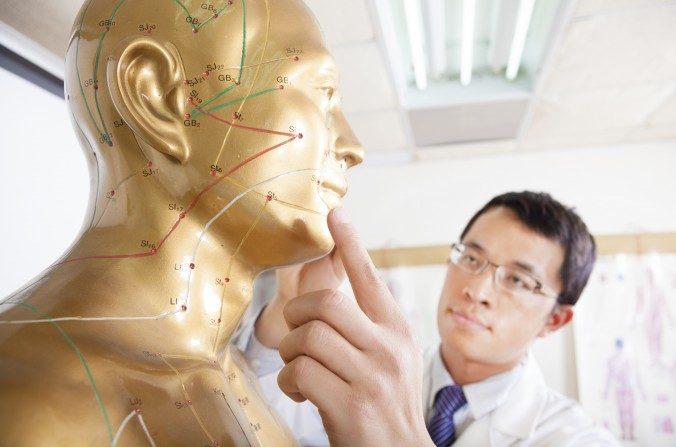 La mirada de la medicina china ofrece respuestas milenarias a problemas que enfrenta el ser humano en la actualidad. (Tom Wang/Shutterstock)