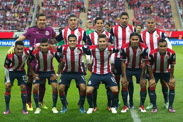 Jugadores de Chivas posan antes del partido ante el América por el Torneo Apertura 2016 de la Liga MX en el Estadio de Chivas, el 27 de noviembre de 2016, en Zapopan, México. (Refugio Ruiz/LatinContent/Getty Images)