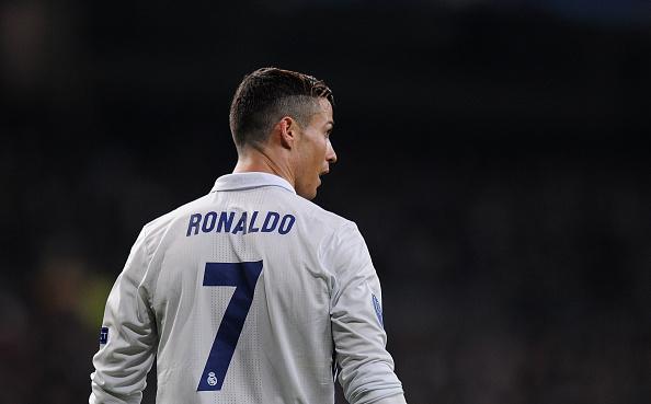 MADRID, ESPAÑA:  Cristiano Ronaldo del Real Madrid enfrenta al Borussia Dortmund en el Bernabeu. (Denis Doyle/Getty Images)