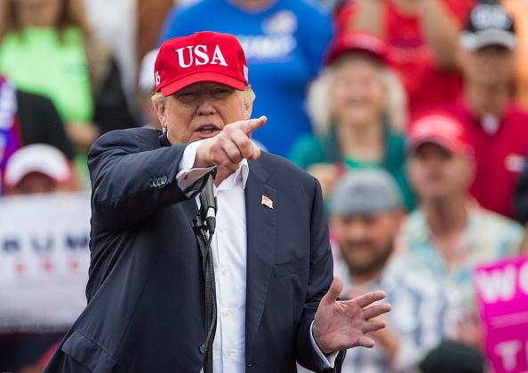El presidente electo de Estados Unidos Donald Trump habla durante un acto en el Estadio Ladd-Peebles el 17 de diciembre de 2016, de Mobile, Alabama. (Foto por Mark Wallheiser / Getty Images)