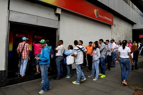 Venezuela con largas colas en cajeros automáticos. (Foto: FEDERICO PARRA/AFP/Getty Images)