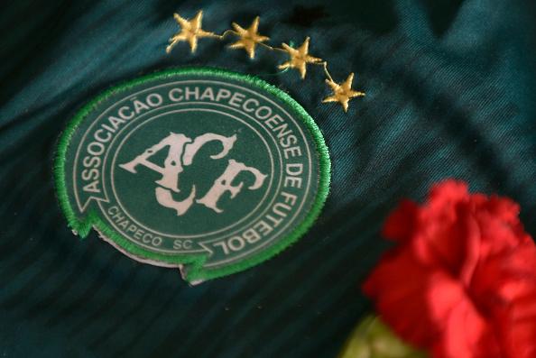Logo del Chapecoense en una campera. (Foto: DOUGLAS MAGNO/AFP/Getty Images)