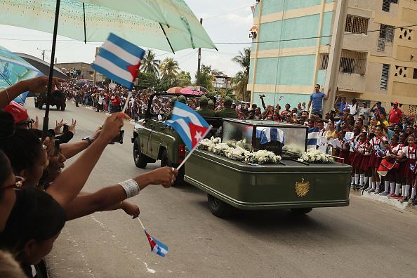 La caravana que transporta los restos de Fidel Castro, que murió el pasado viernes a los 90 años, salió de La Habana el 30 de noviembre y llegó este sábado a Santiago de Cuba. (Foto: Chip Somodevilla/Getty Images)